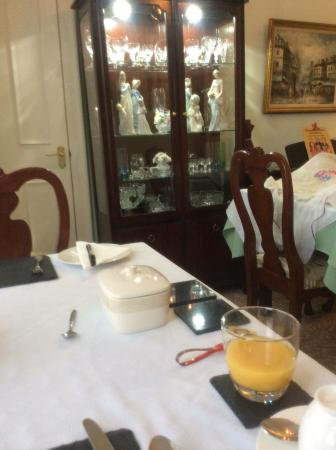 Scotties Bed and Breakfast: Quaint breakfast room