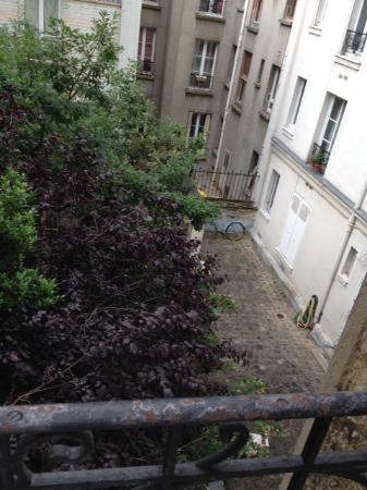 Hôtel Montparnasse Alésia : View of the courtyard