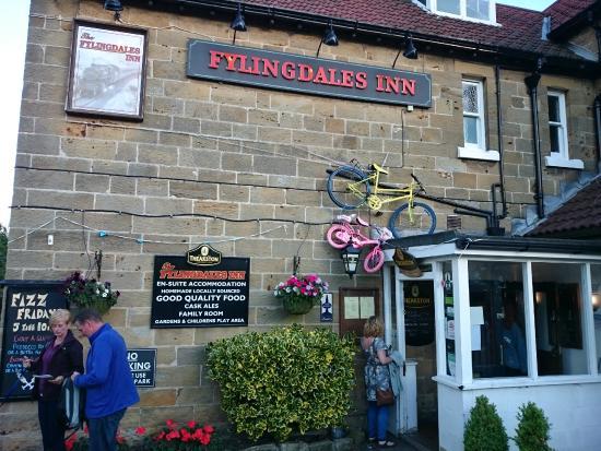 Fylingdales Inn: Entrance to the pub