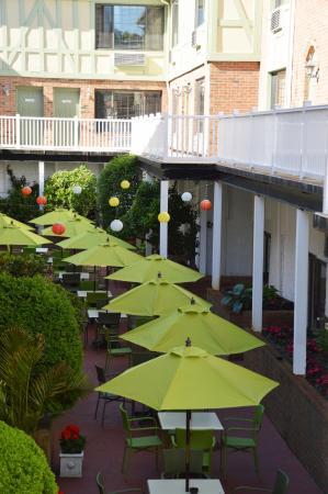 Southampton Inn: Courtyard