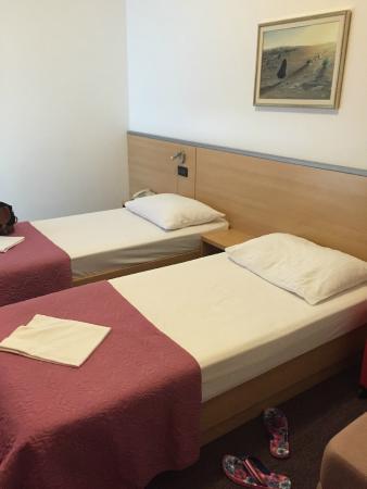 Hotel More: Plenty of plug sockets/outlets, Comfy bed, Reading lights.