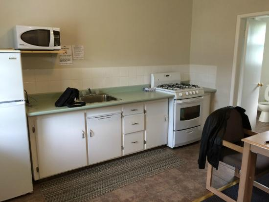 Boundary Motel: Kitchenette (fridge to the left)