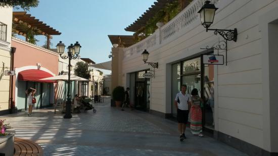 f66f02ba9f торговая галерея - Εικόνα του McArthurGlen Designer Outlet Athens ...