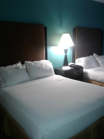 Holiday Inn Express & Suites Havelock: Queen beds