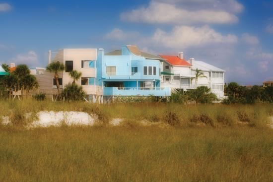Siesta Key, FL: Gulf-front rentals provide an unobstructed view of the water.