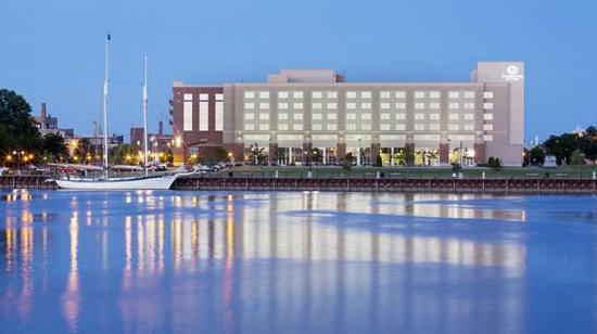 Bay City, MI: Hotel Exterior - River View