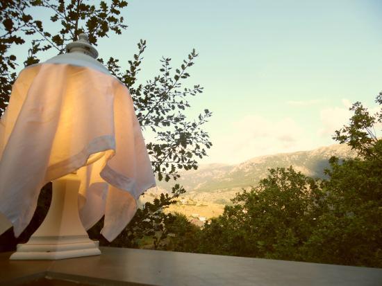 Calacuccia, Fransa: Vue d'une des tables de la terrasse