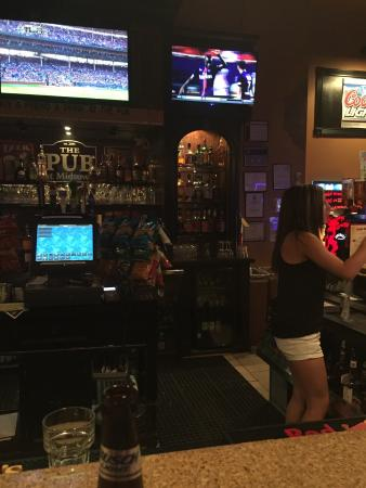 Manteno, IL: Brandi at the pub