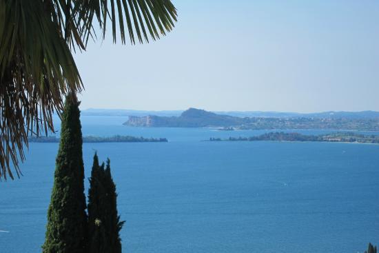Hotel Belvedere: Blick von der Restaurantterrasse auf die Bucht von Salò