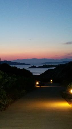 Resort Cava Francese: tramonto sul viale d'ingresso