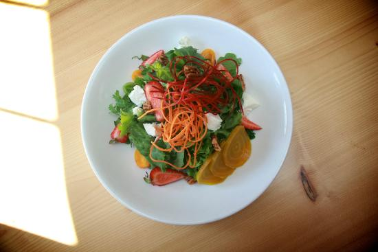Jamie's Restaurant and Lounge: Jamie's Salish Salad with candied pecans & goat cheese