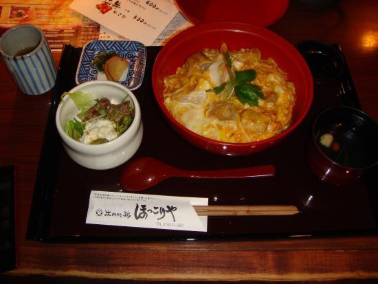 Hinaijidori Hokkoriya: 炭火で焼いた比内地鶏と玉子とじのマッチングは最高
