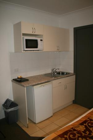 Flagstaff City - Melbourne: Kitchenette in room