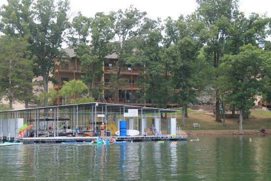 Vickery Resort On Table Rock Lake: Back of resort