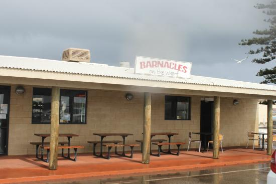 Barnacles Food Bar: Barnacles, on a rainy Saturday in June, after the crowds subsided
