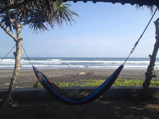 Brown Sugar Surf Camp : Chill-Out Area at the beach