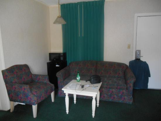 America's Best Inn & Suites Wilmington: sitting area