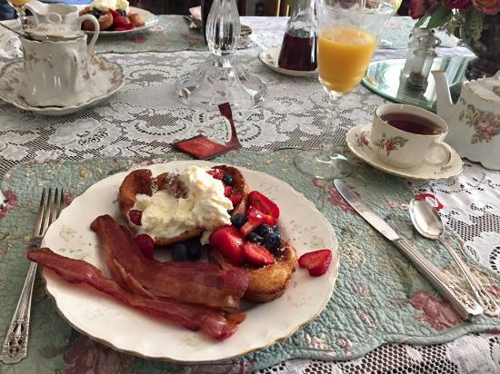 Pratt-Taber Inn: Delicious Breakfast!