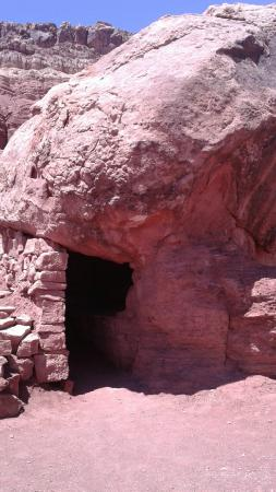 Old Cliff Dwellers Lodge (Blanche Russell Rock House): Dwelling made out of rock (not ancient)