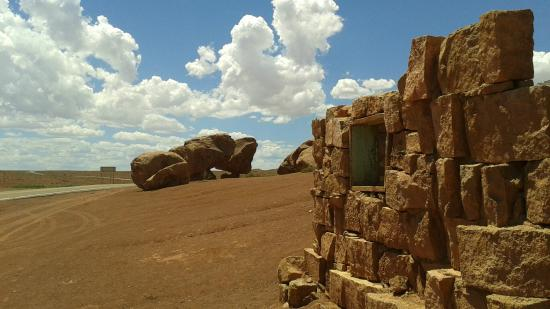 Old Cliff Dwellers Lodge (Blanche Russell Rock House): More scenery