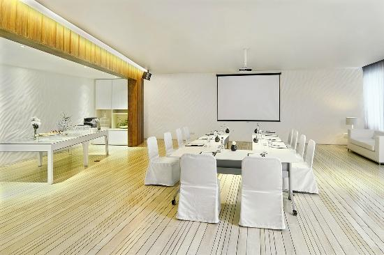 Hotel Baraquda Pattaya - MGallery by Sofitel: White Lounge - meeting room