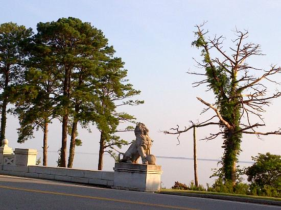 Newport News, VA: Lions Bridge