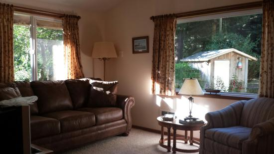 Bailey's Cedar House B&B: This B&B has just the right ingredients for a quiet getaway. Delicious breakfast, comfortable be