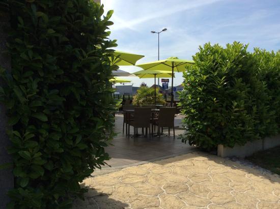 Le Logis De La Lys : Terrasse de la brasserie du Logis de la Lys