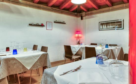 Photo of Italian Restaurant Carbone at Via Delle Medaglie D'oro, 5, Treviso 31100, Italy