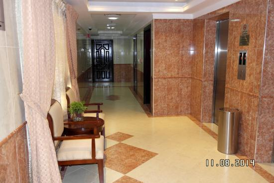 Baity Hotel Apartments: The lifts. Our floor, posh and beautiful