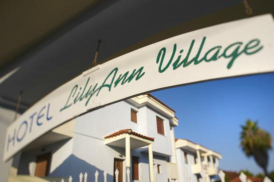 Acrotel Lily Ann Village: Entrance