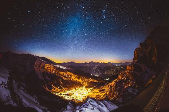 Berghotel Wildstrubel: Die Walliser 4000er mit Sonnenuntergang