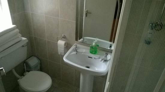 White Heather Farmhouse: Bathroom Room N°2