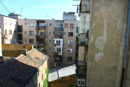 Royal Hotel Inn: Вид из окна номера