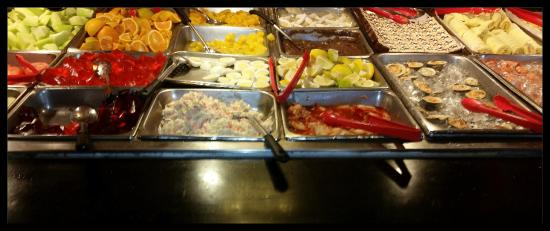 Dragon Buffet & Motel: Salad/Fruit Bar