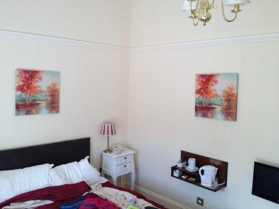 Tyrrells Ford Country Inn & Hotel : Spot the difference