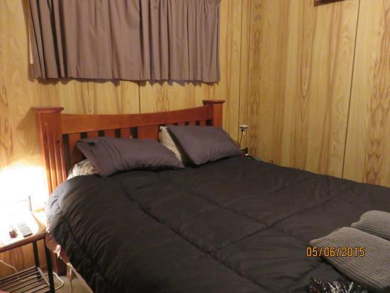 Miena, Australia: cabin bedroom