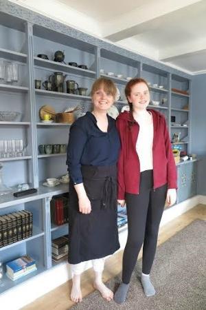 Reykjavik Treasure B&B: Sunna and her daughter ... wonderful hospitality!