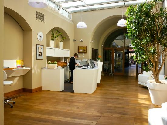 Hotel Zlata Hvezda: Hotel reception