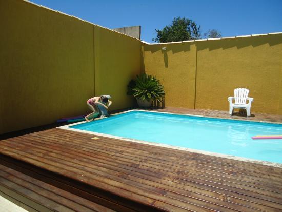 Guest House Cheiro De Vida: Área de piscina