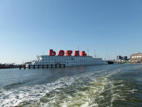 Amstel Botel: vue prise du ferry nous emmenant à Amsterdam