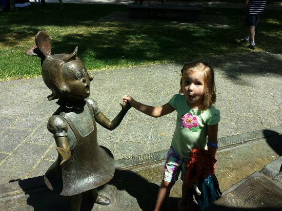 Dr. Seuss National Memorial Sculpture Garden: Dr Suess bronze statues - larger than life