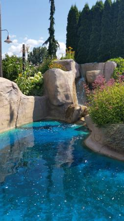 LocoLanding Adventure Park: Little Pool In Mini Golf Area