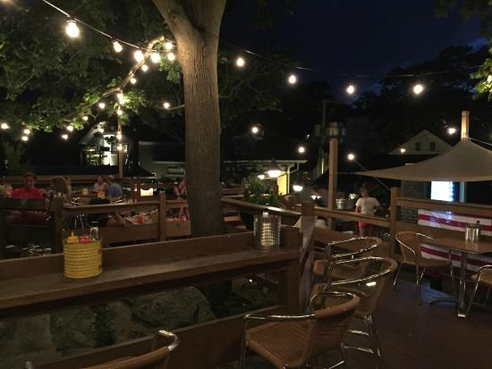 Oyster Club: Treehouse on the evening