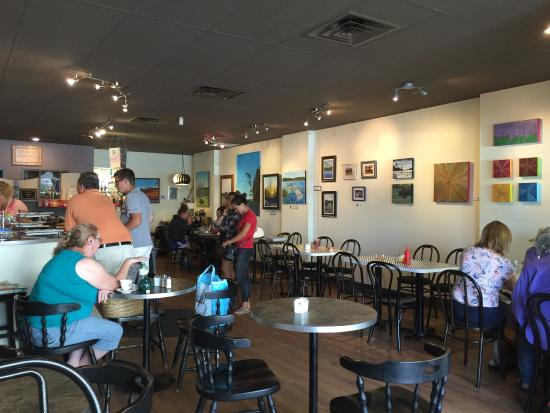 Janna's Gallery Cafe: cozy interesting and comfortable atmosphere