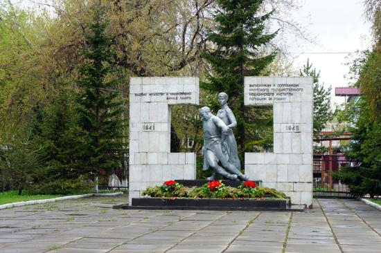 ‪Monument to the Doctors and Nurses who Died in the Great Patriotic War‬
