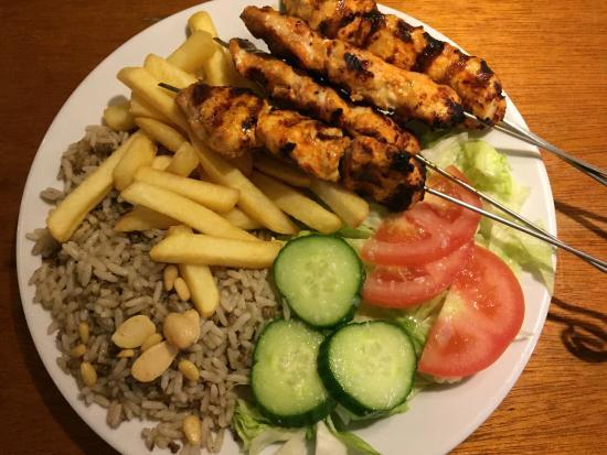 Beyrouth: Shish Tawouk with rice & frites