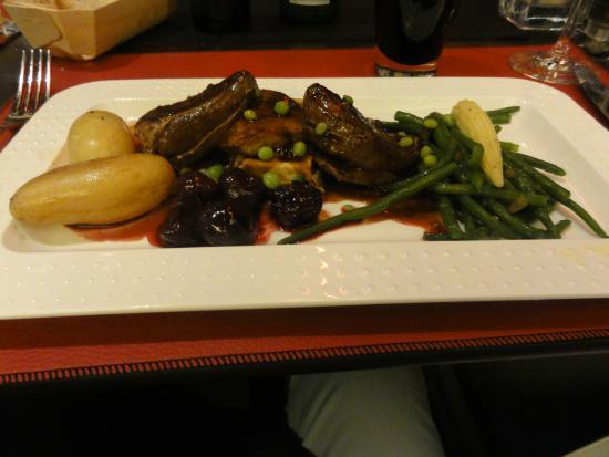 supermalse duiveborst met escalope de  foie gras en heerlijke saus op basis van krieken