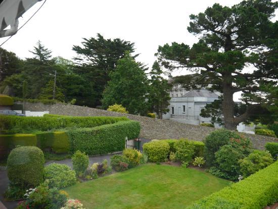 Mountview Bed and Breakfast: Blick in Garten und Nachbarschaft