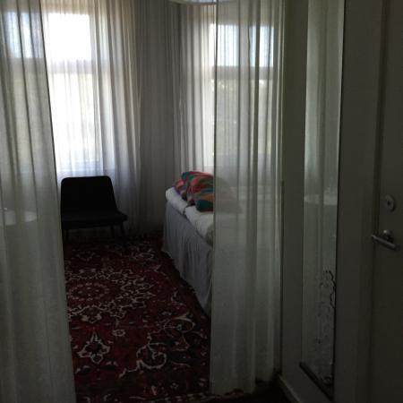 Hotel Flora: Fantastische kamers! Heerlijke bedden! Room with à view! Geweldige locatie midden in het centrum